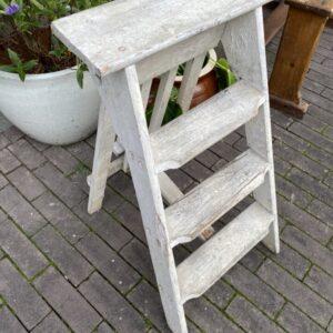 Oude houten kleine trap
