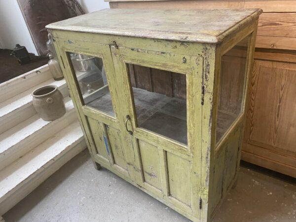 Prachtige oude groene glazen kast met 2 deuren