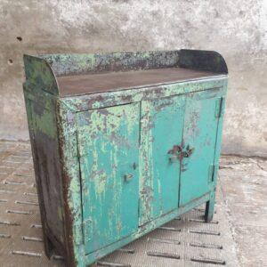 Oude industriële oude fabriekskast