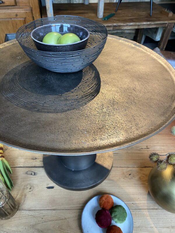 Mooie grote ronde metalen bijzettafel