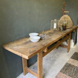 Старая деревянная длинная столешница с красивой деревянной столешницей