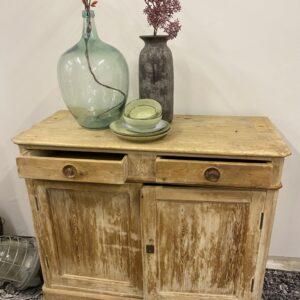 Антикварный деревянный шкаф