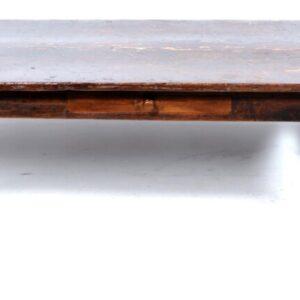 Antieke oude houten tafel met lade