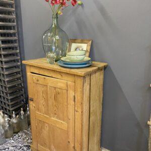Oud houten Belgisch kastje
