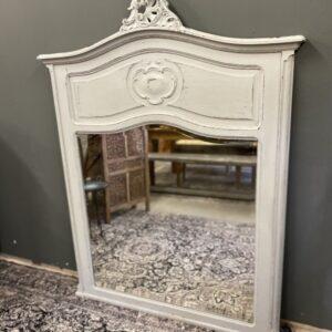Antieke grote spiegel in houten lijst